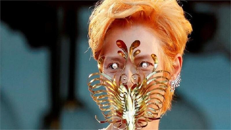 Đúng tinh thần mùa dịch, dàn sao sáng tạo với khẩu trang trên thảm đỏ Liên hoan phim Venice