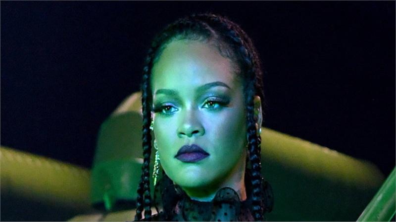 Không 'nhử' fan nữa, Rihanna tiết lộ một đoạn ca khúc mới trích từ R9 khiến MXH 'rần rần'