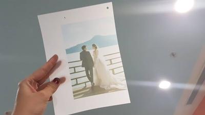 Cận cảnh thiệp cưới của Á hậu Tú Anh