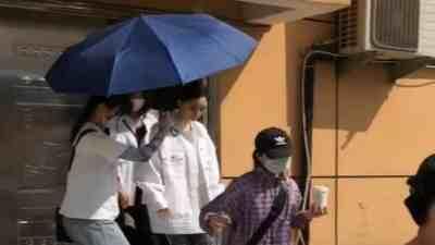 Dương Mịch bị tố chảnh choẹ, ném ô về phía trợ lý và fan tại phim trường