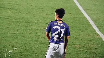 Trần Đình Trọng - Chàng trung vệ dành cả thanh xuân để bỏ áo trong quần