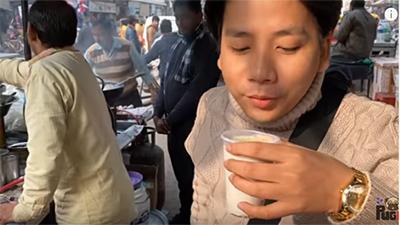 Khoa Pug 'mở bát' 2020 bằng chuyến đi Ấn Độ, chia sẻ về cuộc sống 'sáng ở khu nhà nghèo, tối về khu nhà giàu'