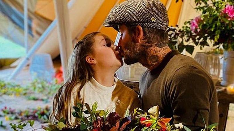 Dù đã bị chỉ trích nhiều lần, Victoria vẫn hào hứng khoe ảnh Beckham hôn môi con gái