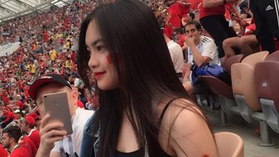 Nữ cổ động viên Việt gây thương nhớ khi xuất hiện trên khán đài World Cup