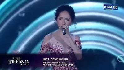 Hoa hậu Hương Giang hát live 'Never Enough' cực đỉnh trên sân khấu Hoa hậu Chuyển giới Thái Lan
