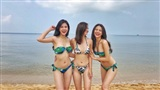 Phanh Lee cùng hội bạn thân hot girl khoe dáng bikini 'nóng bỏng mắt' giữa lúc gió mùa về