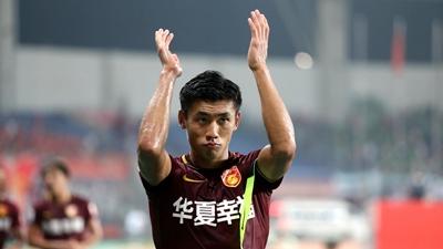 'Cực phẩm' trai đẹp của đội tuyển Trung Quốc 'đốn tim' fan girl châu Á ngay ngày đầu ra sân