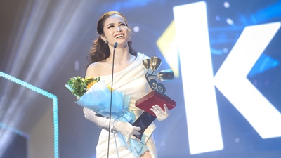 Fanclub nức lòng vì một câu nói của Đông Nhi khi nhận giải 'Ca sĩ của năm' tại Keeng Young Awards