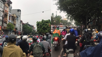 Người dân Hà Nội 'chôn chân' trên đường sau nghỉ lễ do ùn tắc kéo dài