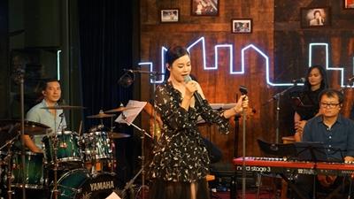 Thu Phương quay về 'thời đẹp nhất' trong sự nghiệp với liveshow đầy cảm xúc