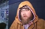Anh chàng mang chăn gối 'cắm trại' nhiều ngày để săn hàng giảm giá ngày Black Friday