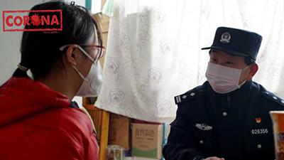 Cả gia đình phải nhập viện điều trị Covid-19, bé gái may mắn được cảnh sát nhận nuôi, chăm sóc