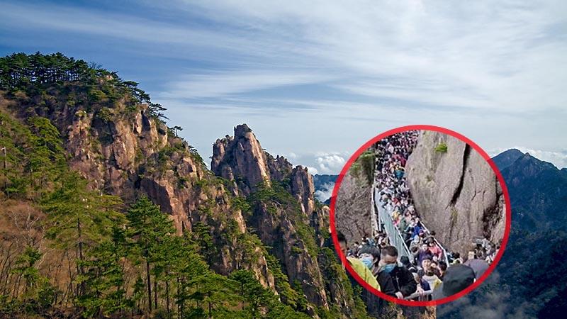 Mặc cho cả thế giới hạn chế giao tiếp xã hội, người dân Trung Quốc vẫn đổ xô đi tham quan núi Hoàng Sơn