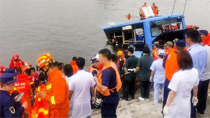 Trả thù xã hội, tài xế xe buýt lao xe xuống hồ khiến 21 người tử vong