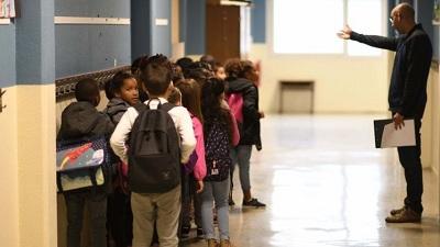 Những quy định trường học 'oái oăm nhất quả đất': Cấm trẻ có bạn thân, giới hạn số lần đi vệ sinh