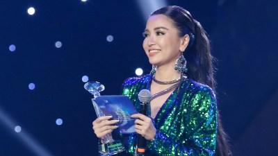 Sau 'Keeng Young Awards 2018', Bích Phương tiếp tục nhận 'mưa' giải thưởng