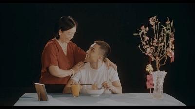 Dương Edward tung ca khúc đẫm nước mắt về cảnh xa xứ ngày Tết