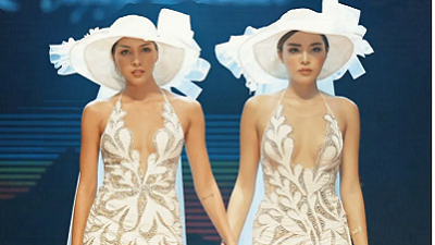 Kỳ Duyên, Minh Triệu mặc váy cưới, nắm tay nhau tình tứ trên sàn catwalk