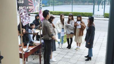 'Mỹ nhân chiến' tập 4: Bị chị họ cảnh cáo, Quỳnh 'mọt sách' vẫn nhất định đi ngược lại truyền thống gia đình, tham gia CLB rock