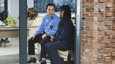 Trailer tập 8 'Mỹ nhân chiến': Chú bảo vệ ký túc xá đã tìm được 'Lý Mạc Sầu' của cuộc đời mình?