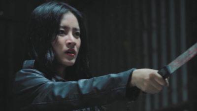'Oh My Ghost' (Tập 19): Gia Huy bị thương nặng vì đỡ nhát dao Mẫn Nhi định đâm Phương Anh