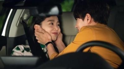 Tung ảnh hậu trường 'tình bể bình', L (Infinite) và Shin Hye Sun chỉ đứng sau cặp Song - Song, cùng dắt tay nhau lên top 2 tìm kiếm Naver