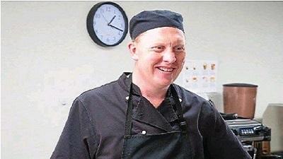 Khó tin nhưng có thật: Người đàn ông vừa mù vừa điếc trở thành 'bậc thầy đầu bếp'