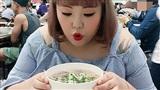 'Thánh ăn Hàn Quốc' Yang Soobin sang Việt Nam, ghé Sài Gòn ăn phở và gỏi cuốn