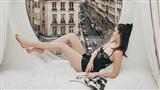 Ngọc Trinh nóng bỏng đón bình minh từ khách sạn sang chảnh bậc nhất nước Pháp