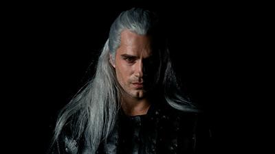 Phim chuyển thể từ The Witcher chính thức tung trailer, Henry Cavill lạ lẫm với màu tóc trắng