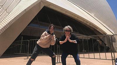 Cháu gái của năm: Để dành tiền mua vé concert ở Úc, giúp bà thỏa ước nguyện gặp Idol