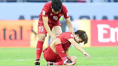 Khoảnh khắc không lên sóng: Mọi người ùa đi ăn mừng, Quang Hải quay lại an ủi Minh Vương sau cú penalty hỏng