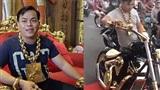 'Quá tải' với 13kg vàng trên cơ thể, người đàn ông đầu tư 3 chiếc xe dát vàng xuống phố du Xuân