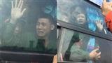 Khoảnh khắc mùa quân sự: Thanh niên khóc mếu máo không nỡ rời xa mẹ ngày nhập ngũ