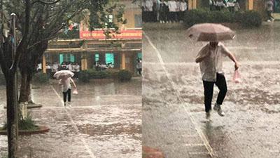 Nam sinh 'đội mưa' mua xôi cho crush: Khoảnh khắc tình yêu ngốc xít khiến bao con tim 'rung rinh'