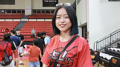 Sống ở Sài Gòn nhưng mê mẩn Thang Long Warriors, fangirl dành tiền ăn vặt hàng tháng trời để mua vé bay ra Hà Nội