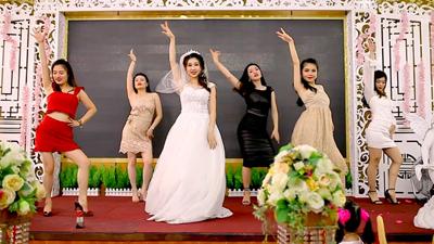 Cô dâu cùng hội bạn thân 'quẩy hết nấc'trong đám cưới