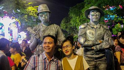 Xuất hiện nhân vật đặc biệt ở phố đi bộ Nguyễn Huệ khiến dân tình 'rần rần' check-in