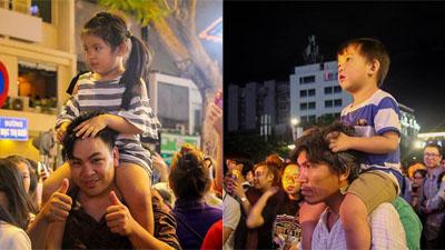 Nhìn những đứa trẻ được bố cõng trên lưng đi đón năm mới, ai cũng bất chợt nhớ về tuổi thơ