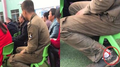 Xúc động hình ảnh người cha mang giày rách đi họp phụ huynh cho con