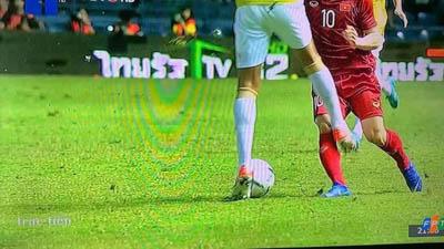 Dân mạng phẫn nộ khoảnh khắc cầu thủ Thái Lan chơi xấu, tung cú đá vào 'chỗ hiểm' của Công Phượng