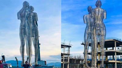 Giới trẻ thích thú với bức tượng tình nhân 'Ali và Nino' lần đầu xuất hiện tại Việt Nam