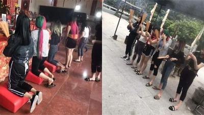 Nhóm bạn gái nhuộm tóc xanh đỏ, diện hẳn đồ ngủ hở rốn lên chùa cầu may gây tranh cãi
