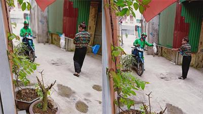Sợ lây nhiễm virus corona, người phụ nữ giao hàng cho shipper... bằng chổi
