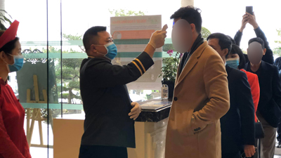 Cô dâu Bình Dương giấu chuyện tổ chức đám cưới vào ngày mai, chú rể ngoại quốc, nhiều khách mời Hàn và Trung