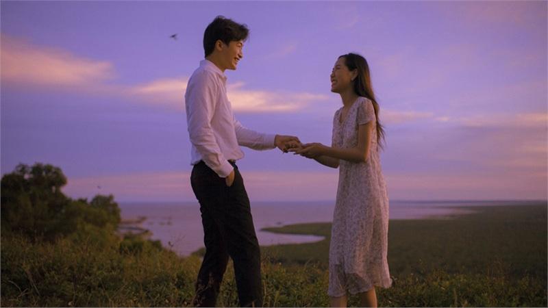 Bộ ảnh 'tình bể bình' đậm phong cách Hongkong của cặp đôi 9X