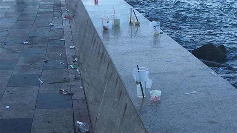 Bức xúc hình ảnh xấu xí ở Vũng Tàu: Khách du lịch rời đi để lại nguyên đống rác thải ngập ngụa