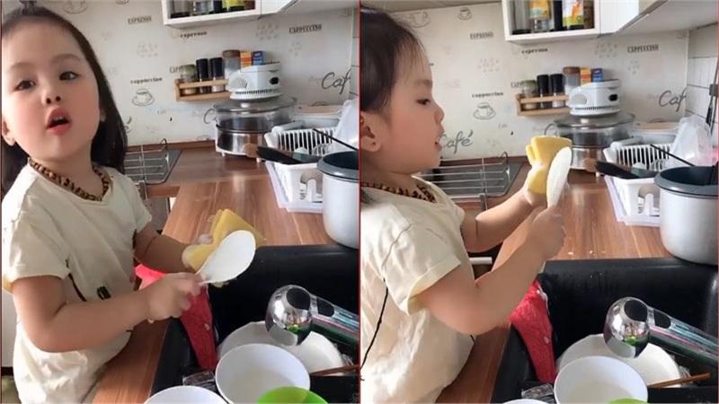 Bé gái 3 tuổi vừa rửa bát, vừa hát hò vui vẻ khiến ai cũng ước mơ 'có một em như thế'