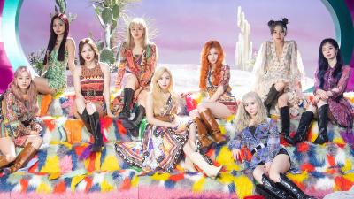 Fan xót xa nhìn đầu gối tím bầm của các thành viên Twice sau khi trình diễn 'More & More'