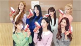 Nhóm nhạc đàn em của AOA bắt 'trend' 'Kẻ cắp gặp bà già' của Hoàng Thùy Linh cùng lightstick độc đáo